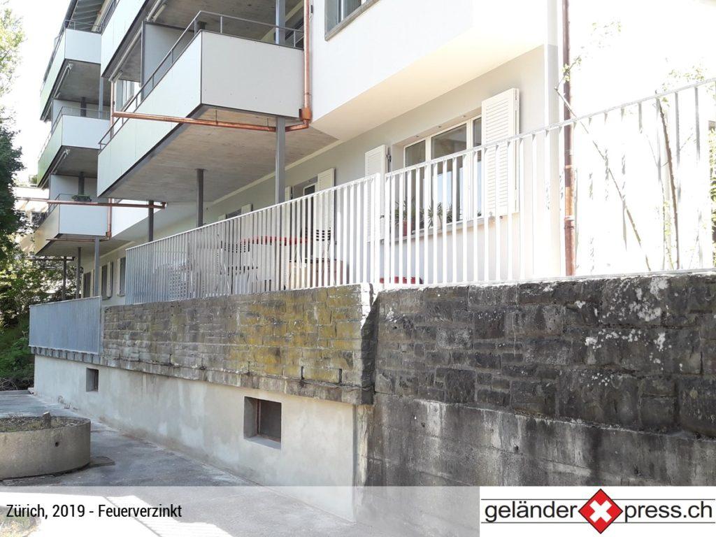 Staketengeländer Natursteinmauer feuerverzinkt - Xpress-Geländer individuell konfiguriert