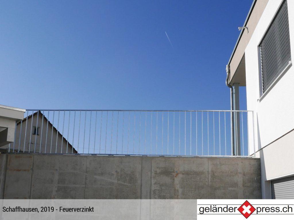 Staketengeländer auf Mauer feuerverzinkt - Xpress-Geländer direkt online konfigurieren und bestellen