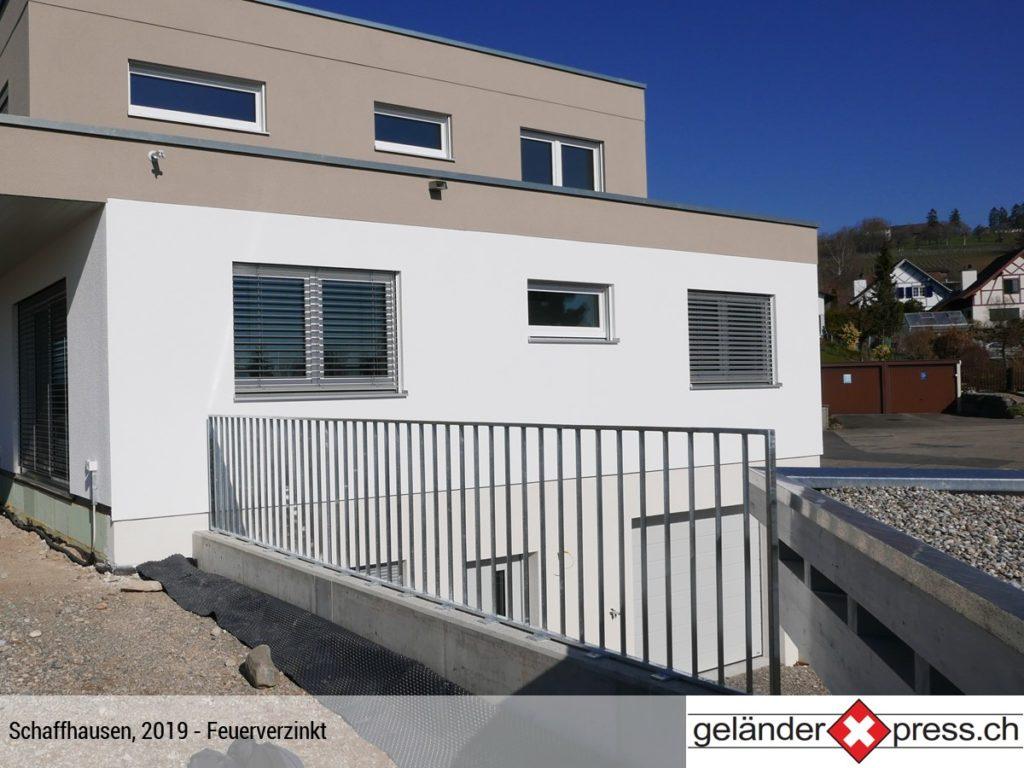 Staketengeländer auf Mauer feuerverzinkt in Schaffhausen