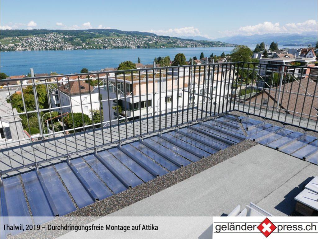 Staketengeländer durchdringungfreie Befestigung auf Attika - Zürichsee im Hintergrund
