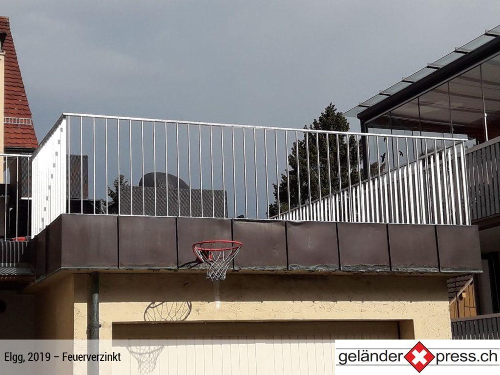 Staketengeländer feuerverzinkt auf Dachterasse - Staketengeländer in Elgg Xpress geliefert