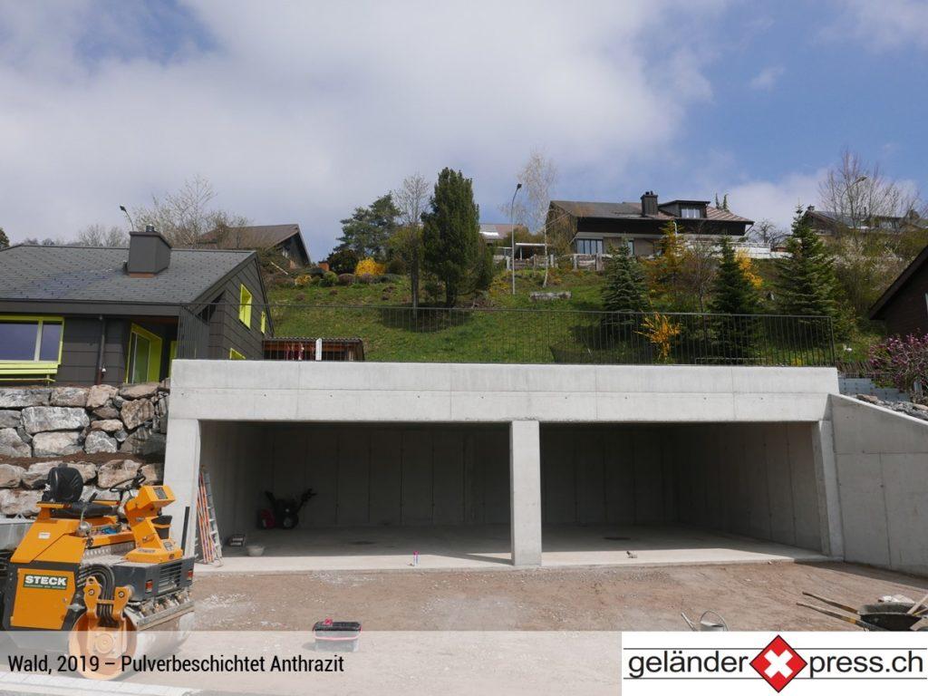 Staketengeländer pulverbeschichtet Anthrazit auf Garage online bestellt
