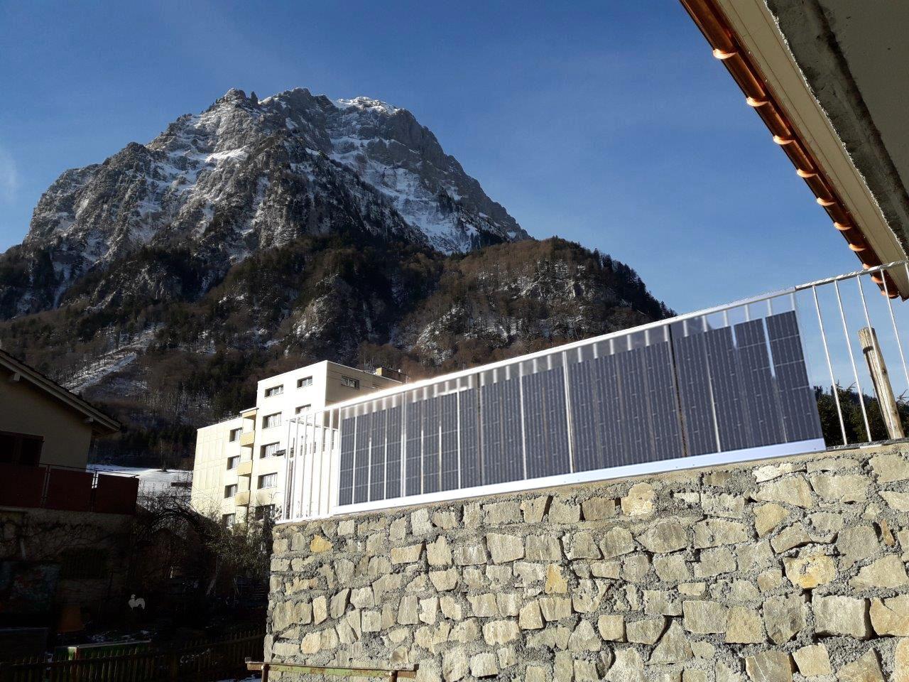 Solargeländer mit Berg