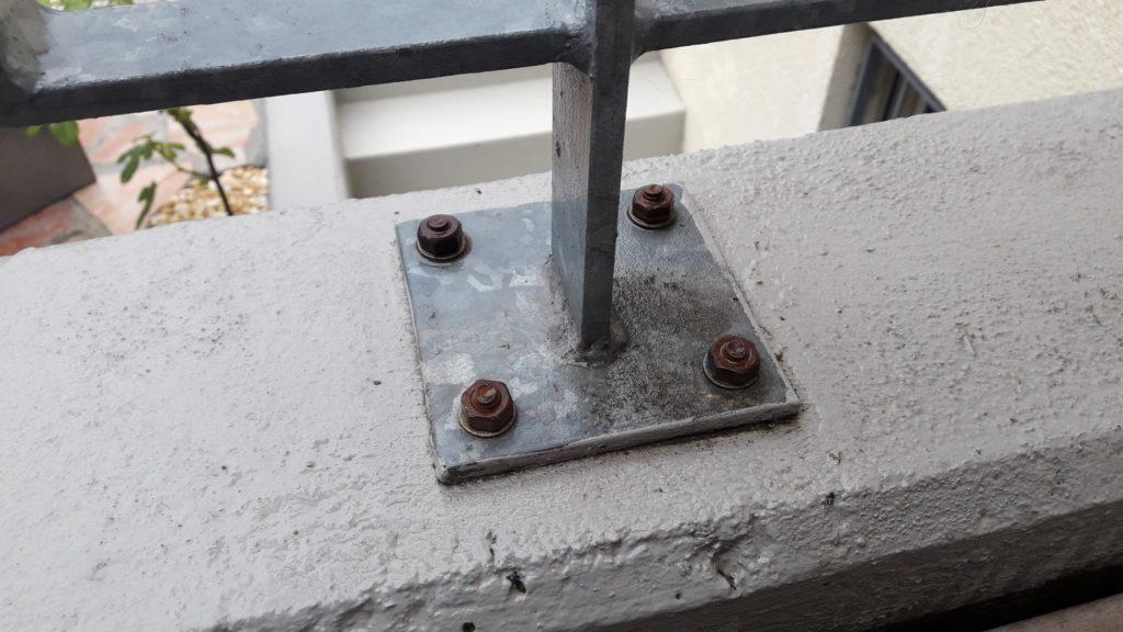 So nicht - Geländer mit billigen, verzinkten Schlagdübeln